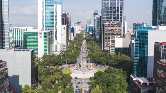 hyperlapse aerial of mexico city and the angel of independence (el ángel de la independencia) - angel点の映像素材/bロール