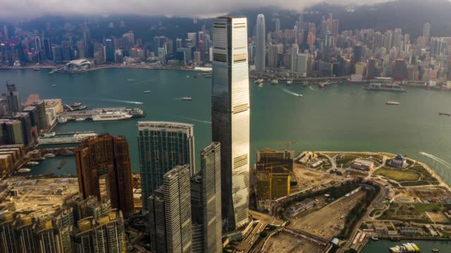 香港中国のビクトリアハーバーの都市景観のハイパーラプスの空中写真 - ビクトリアピーク点の映像素材/bロール