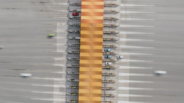 vídeos de stock e filmes b-roll de hyperlapse aerial view of toll road - cabina de portagem