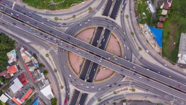 hyperlapse and zoom out : top view of circle road traffic - traffic time lapse stock videos & royalty-free footage