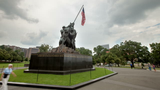 stockvideo's en b-roll-footage met hyperlapse around iwo jima memorial - leger soldaat