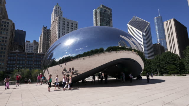 hyperlapse around the bean (cloud gate) in chicago – loopable, night to day - loopable moving image stock videos & royalty-free footage