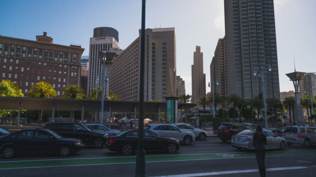 hyperlapse at the embarcadero in front of the ferry building in san francisco - baia di san francisco video stock e b–roll
