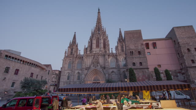 TL Hyperlapse Barcelona Cathedral day to night