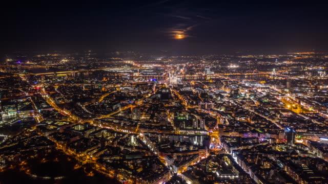 vidéos et rushes de hyperlapse : paysage urbain de cologne en allemagne -aerial - hyper lapse