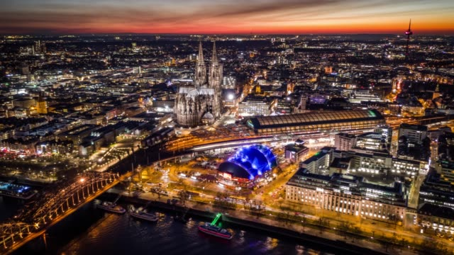 hyperlapse : cityscape of cologne with cologne cathedral - germania video stock e b–roll
