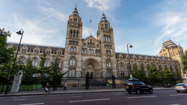 vídeos y material grabado en eventos de stock de london - circa 2013: hyperlapse, hyper lapse, time lapse of natura and history museum in south kensington - museo de historia natural museo