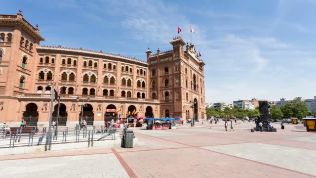 vídeos de stock, filmes e b-roll de madrid - circa 2013:  hyperlapse, hyper lapse, time lapse of plaza del toros in a sunny day - 2013
