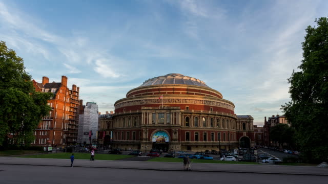 london - circa 2013: hyperlapse, hyper lapse, time lapse sunset of royal albert hall - royal albert hall点の映像素材/bロール