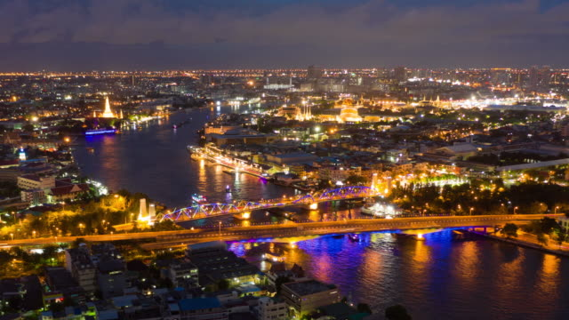 hyperlapse of chao phraya river with grand palace dusk to night - dusk to night stock videos & royalty-free footage