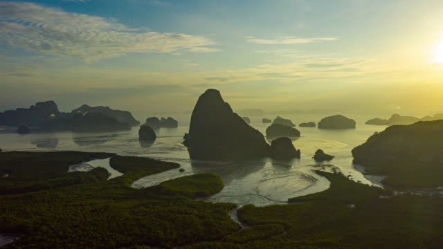 vídeos de stock e filmes b-roll de hyperlapse of dronelapse of samed nang chee view point at phang nha bay in phang nga province near phuket town, thailand at sunrise - cultura tailandesa
