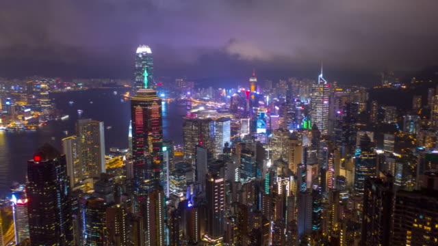 hyperlapse von hong kong wolkenkratzer und stadtbild in der nacht - high dynamic range imaging stock-videos und b-roll-filmmaterial