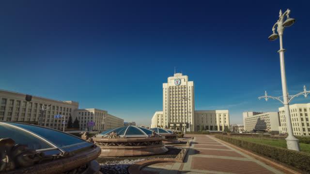vídeos de stock, filmes e b-roll de hyperlapse of independence square. minsk, belarus. - bielorrússia