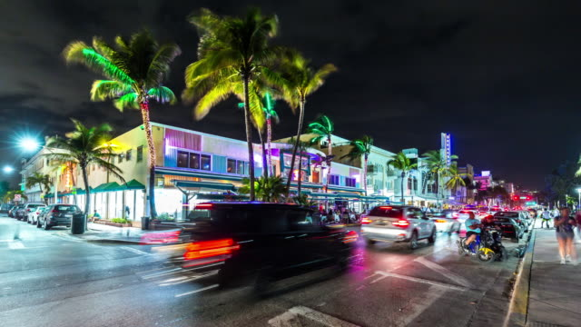 vídeos de stock e filmes b-roll de hyperlapse (time lapse) of night time  ocean drive with car traffic, florida. usa - vida noturna