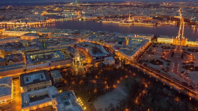 vidéos et rushes de hyperlapse de saint-pétersbourg, russie dans le temps crépusculaire - fédération de russie