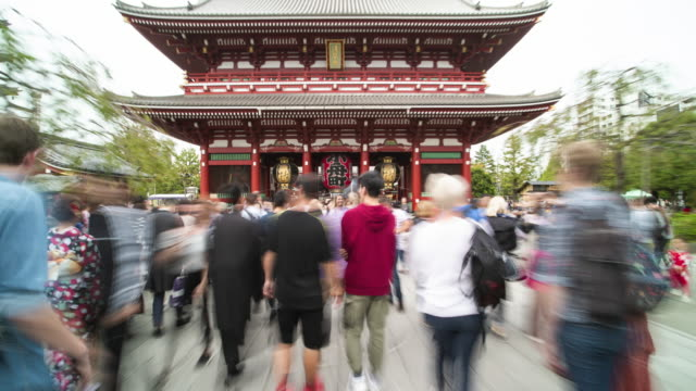 hyperlapse of senso-ji temple, asakusa / tokyo, japan - diminishing perspective stock videos & royalty-free footage
