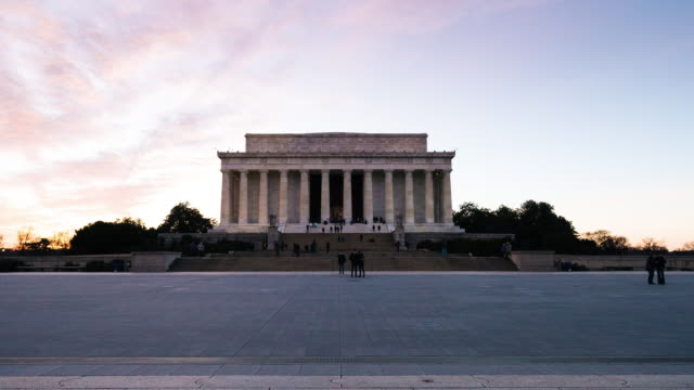 vídeos de stock, filmes e b-roll de hyperlapse do lincoln memorial - plano geral ponto de vista
