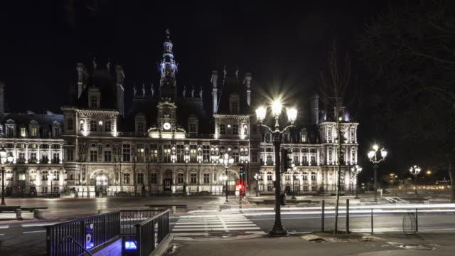 hyperlapse on place de l'hotel de ville with light trails on street at night - スクエア点の映像素材/bロール