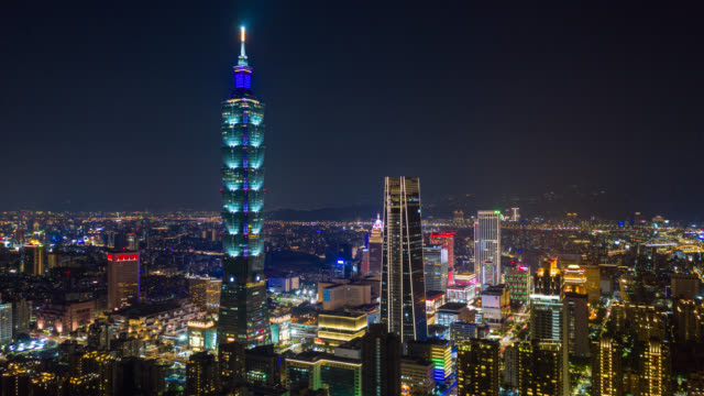 hyperlapse or dronelapse aerial view of business district in city of taipei, taiwan at night - taipei stock videos & royalty-free footage