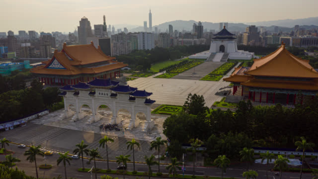 hyperlapse or dronelapse aerial view of chiang kai-shek memorial hall in zhongzheng district, taipei, taiwan - taipei stock videos & royalty-free footage