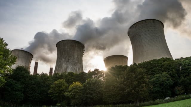 vídeos de stock e filmes b-roll de hyperlapse: pollution - cooling tower of a coal burning power plant. - gas station