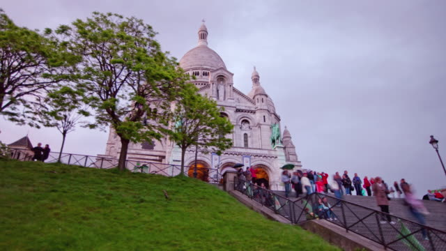 tl hyperlapse sacre coeur day to night - basilique du sacre coeur montmartre stock videos & royalty-free footage