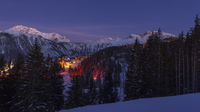 hyperlapse time lapse tracking shot day to night with view on courchevel winter sports resort - ウィンタースポーツ点の映像素材/bロール