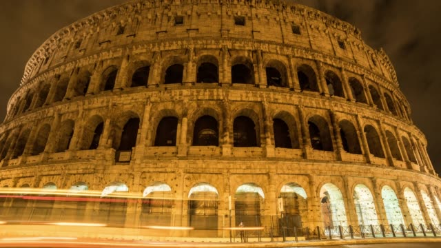 stockvideo's en b-roll-footage met hyperlapse timelapse of roman colosseum at night in rome, italy, europe. - time-lapse - colosseum