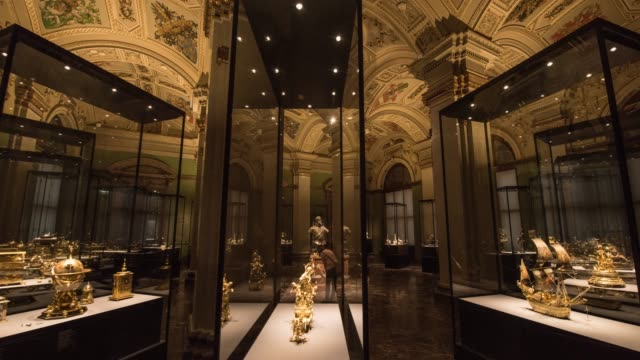 hyperlapse timelapse of the interior of national history museum, vienna, austria, europe. - time-lapse - 古代の遺物点の映像素材/bロール