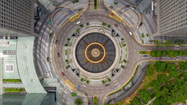 vídeos de stock e filmes b-roll de hyperlapse top view of the fountain of wealth as the largest fountain in the world at singapore. it is located in one of singapore largest shopping malls - singapura