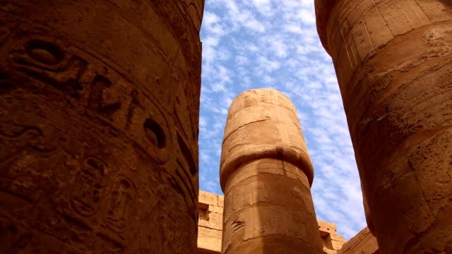 vídeos de stock, filmes e b-roll de sala hypostyle do templo de karnak, luxor, egito - templo de hatshepsut