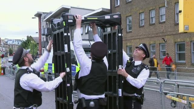 iain duncan smith calls for increase in stop and search; uk, london; dancers and police officers at notting hill carnival, knife arch at carnival... - セキュリティスキャナ点の映像素材/bロール