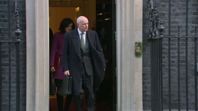 vídeos y material grabado en eventos de stock de iain duncan smith has told sky news that his decision to quit the cabinet had nothing to do with europe the former work and pensions secretary said... - amber smith