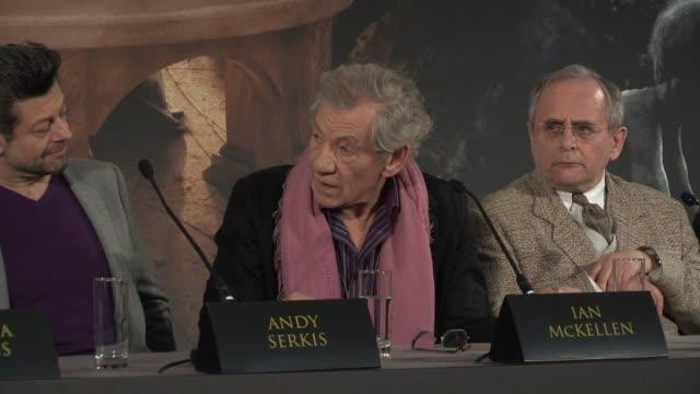 ian mckellen and peter jackson at 'the hobbit' uk press conference ian mckellen and peter jackson on gandalf at claridges hotel on december 11 2012... - ian mckellen stock videos and b-roll footage