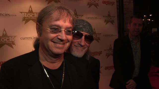 vídeos y material grabado en eventos de stock de ian paice roger glover of deep purple compare the night to an episode of this is your life and what it means to meet up with so many old friends they... - grupo de interpretación musical