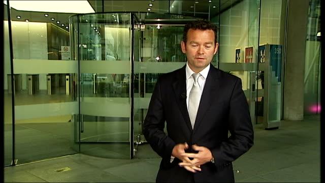 vídeos y material grabado en eventos de stock de pathologist had made previous mistakes; 'gmc' sign on glass wall of gmc building reporter to camera - patólogo