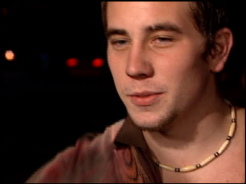 ian virgo at the 'black hawk down' premiere at ampas in beverly hills california on december 18 2001 - 映画芸術科学協会点の映像素材/bロール