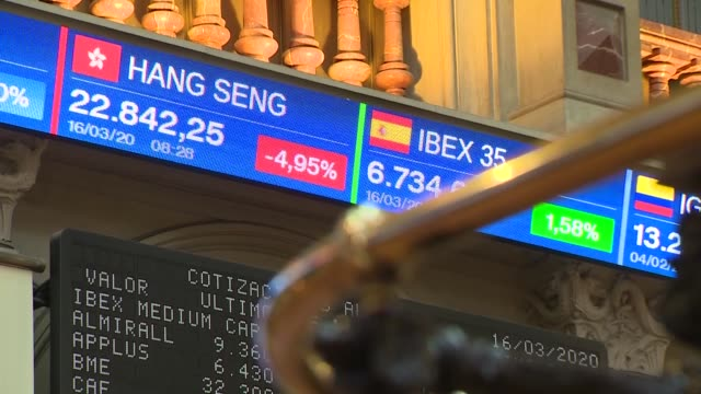 vídeos y material grabado en eventos de stock de ibex price at the madrid stock exchange headquarters. spanish exchange index has registered this monday a fall of 4.72%, which doubled minutes later... - inversion