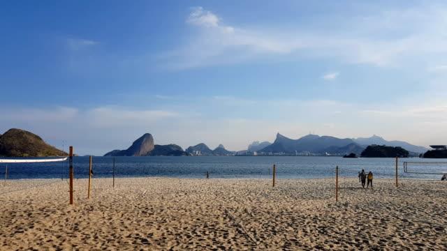 vidéos et rushes de plage d'icarai à niteroi - corcovado