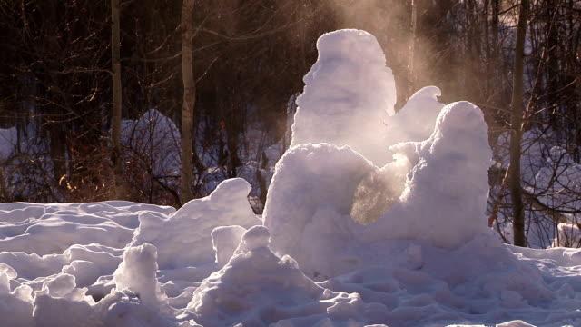 vídeos de stock, filmes e b-roll de gelo e vapor - snow cornice