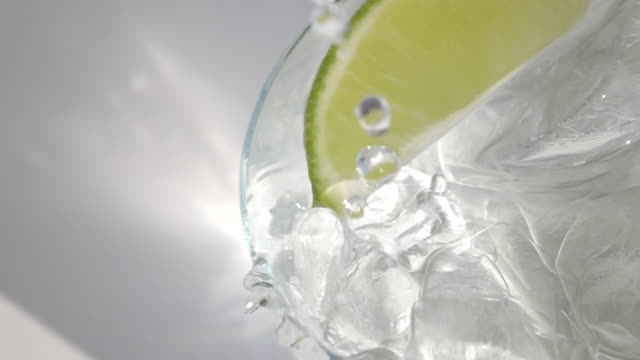 stockvideo's en b-roll-footage met ice and water - watervorm