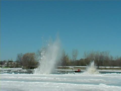 ice 発破 5 - 水の形態点の映像素材/bロール