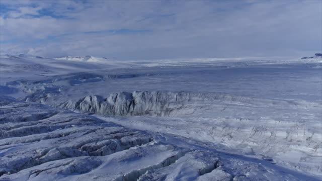 vidéos et rushes de ice cap in antarctica - ligne d'horizon au dessus de la terre