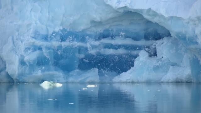ice caps and sea in antarctica - 寒帯気候点の映像素材/bロール