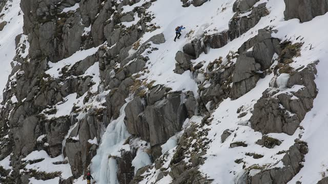 ice climbers climbing the icefalls above low water beck frozen in winter on the slopes of coniston old man, lake district, uk. - rope stock videos & royalty-free footage