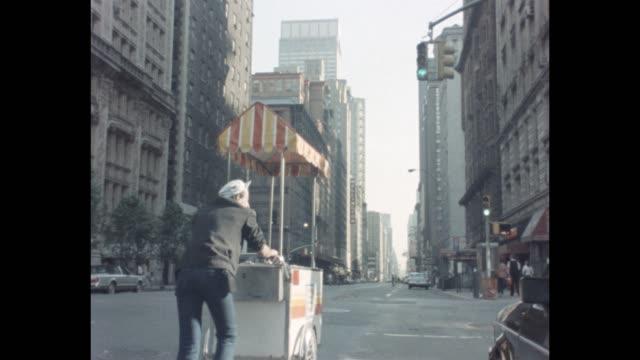 1985 NYC - Ice cream cart vendor