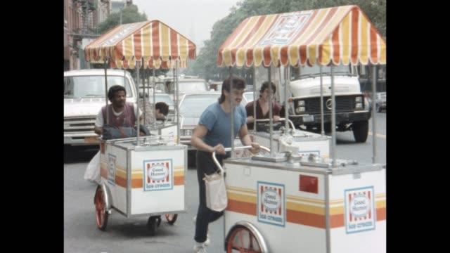 1985 nyc - ice cream men - straßenverkäufer stock-videos und b-roll-filmmaterial