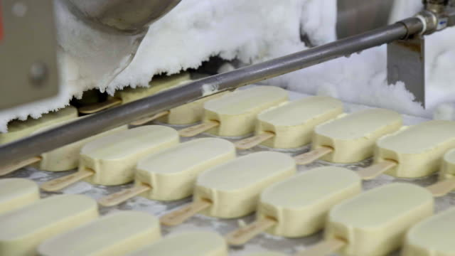 ice creams on a production line in an ice cream factory - conveyor belt stock videos & royalty-free footage