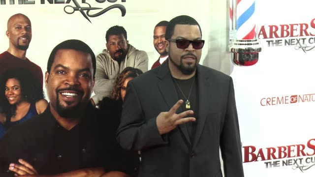stockvideo's en b-roll-footage met ice cube at barbershop the next cut los angeles premiere at tcl chinese theatre on april 06 2016 in hollywood california - tcl chinese theatre