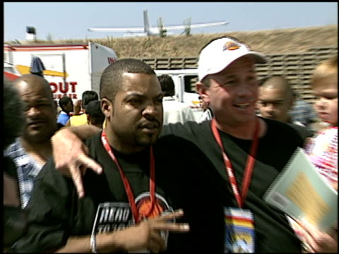 ice cube at the shaqtacular viii at barker hanger in santa monica, california on september 20, 2003. - バーカーハンガー点の映像素材/bロール